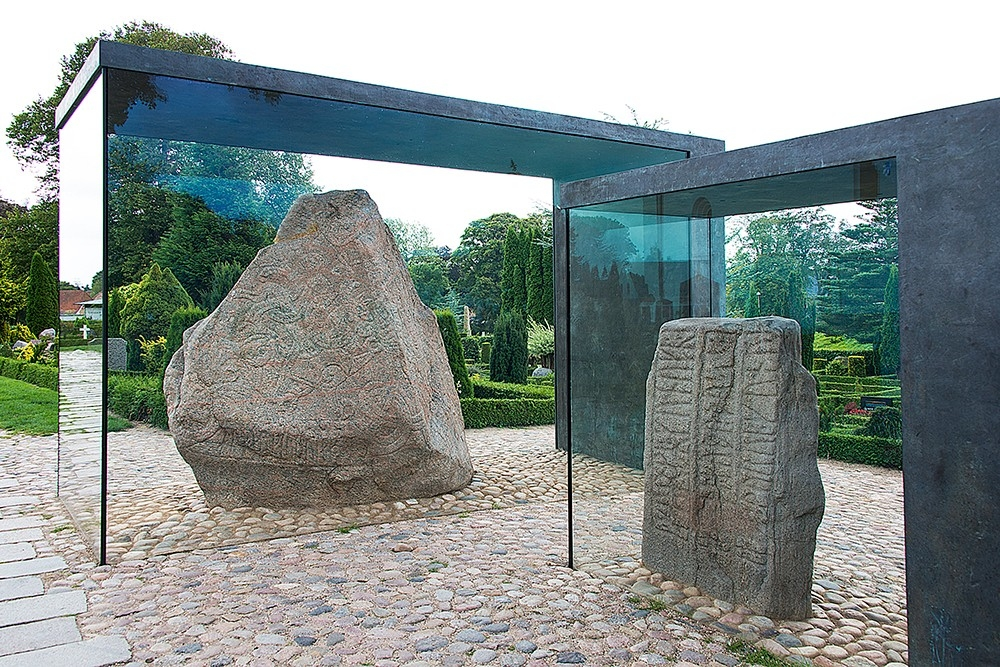 Jelling stenen met runen inscriptie
